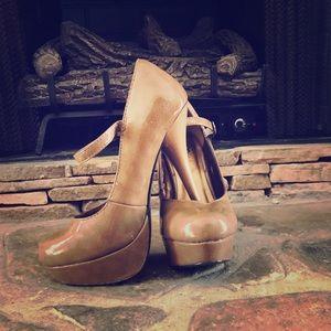 👠Nude platform heels👠